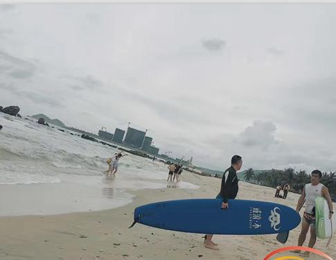 冲浪看日出 在万宁日月湾遇见未见的自己