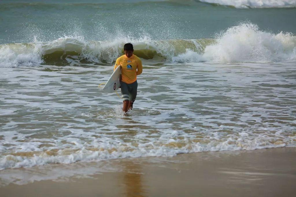 冬季到万宁来看海 才知道冲浪如此简单