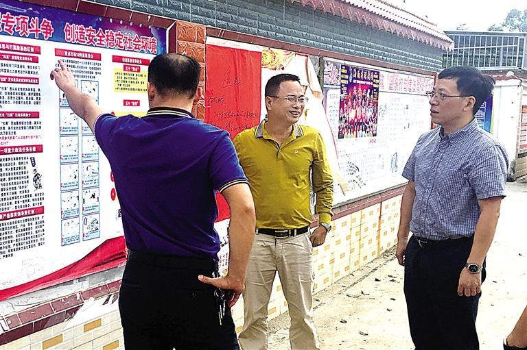 目标任务,工作重点和实施步骤,同时还确定了万城镇有关扫黑除恶举报